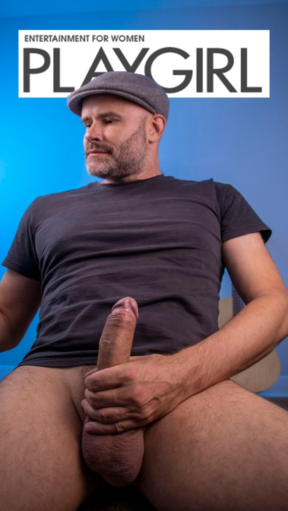 Jade Sambrook posing like a Playgirl while holding his naked erect penis / Jade Sambrook nu qui pose comme un Playgirl en tenant son pénis bandé